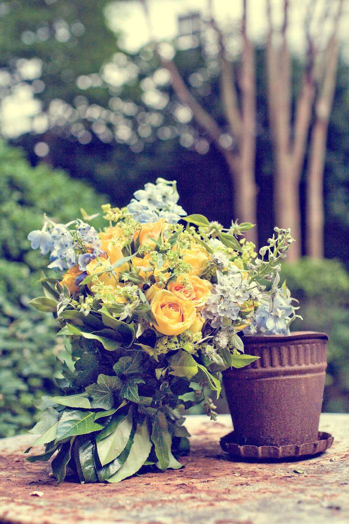 Lart du bouquet in the french style bouquets of blue and yellow flowers represent a classic and timeless color combination that is perfectly suited to contemporary party mightylinksfo